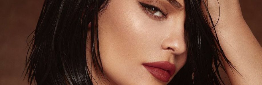 Kylie Jenner Cover Image
