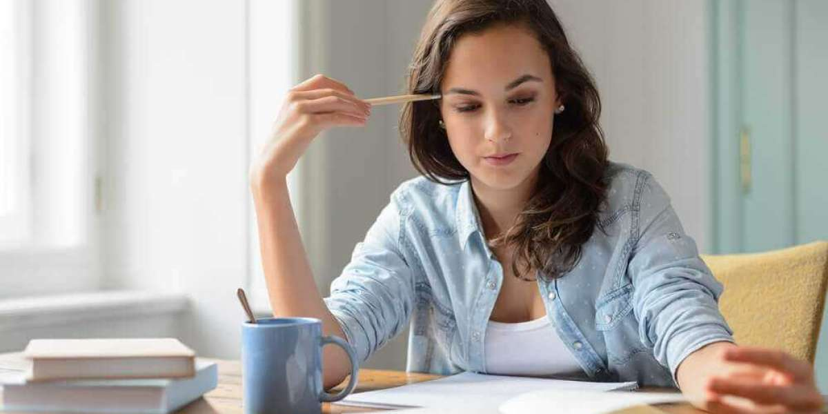 Why Students Hire Online Bachelor Thesis Writing Assistance